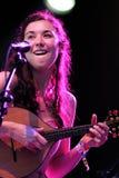 Lisa Hannigan den irländska sångaren, låtskrivare och musiker, utför på FIB Royaltyfri Foto