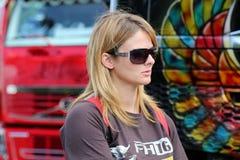 Lisa Kelly com o trem de caminhão da mostra em Finlandia Imagens de Stock Royalty Free