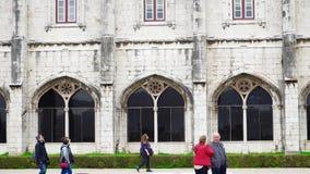 LISBOA, circa 2018: Monasterio de Jeronimos o monasterio de Hieronymites Lisboa es capital westernmost continental del ` s de Eur almacen de metraje de vídeo