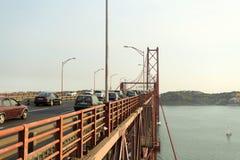 Lisboa - 25 de Abril Metallic Bridge Imágenes de archivo libres de regalías