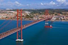 Lisboa e 25a de April Bridge - Portugal Fotos de Stock Royalty Free