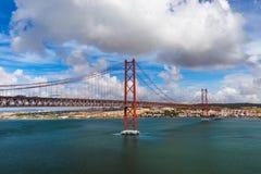 Lisboa e 25a de April Bridge - Portugal Fotografia de Stock Royalty Free