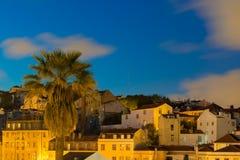 Lisboa, Portugal - arquitetura da cidade da noite de Alfama fotos de stock royalty free