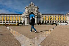 LISBOA, PORTUGAL - 26 de enero de 2011: El La Praca hace el cuadrado del comercio de Comercio, Lisboa, Portugal imágenes de archivo libres de regalías