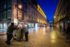 LISBOA, PORTUGAL - 26 de enero de 2011: El Rua Augusta es un área en Lisboa más baja cerca del Praca hace Comercio Fotografía de archivo