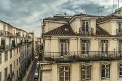 LISBOA/PORTUGAL - 17 DE FEBRERO DE 2018: VISIÓN DESDE EL BALCÓN EN C VIEJA fotografía de archivo libre de regalías