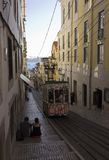 LISBOA, PORTUGAL - 23 DE OCTUBRE DE 2014: Gloria funicular en Lisboa a Imagen de archivo