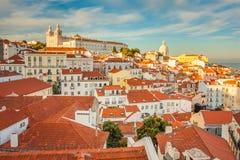 Lisboa, Portugal Districto de Alfama Puesta del sol hermosa del verano Foto de archivo