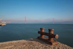 Lisboa, Portugal, Europa - opinión del embarcadero al río Tagus Imágenes de archivo libres de regalías