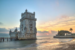Lisboa, Portugal, Europa - vista de la torre de Belem en la puesta del sol Fotos de archivo