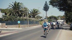 LISBOA, PORTUGAL, o 15 de setembro de 2017: Os ciclistas no veloparade, mais de mil povos participaram na parada da bicicleta vídeos de arquivo