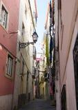 Lisboa, Portugal: Rua a Dinamarca Galé, Alfama, S Quarto de Miguel, rua de Galé Fotografia de Stock Royalty Free