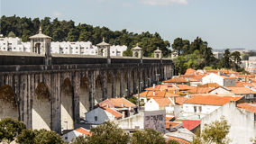 Lisboa, Portugal: vista parcial do aqueduto dos Livres dos guas do  de à (águas livres) Imagens de Stock