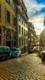 Lisboa ulica z dramatycznym oświetleniem Obrazy Stock