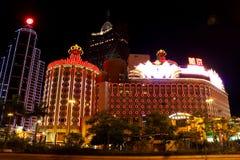Lisboa y casino magníficos Lisboa en la noche, Macao, China foto de archivo