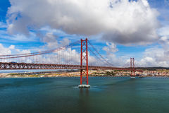 Lisboa y 25ta de April Bridge - Portugal Fotografía de archivo libre de regalías