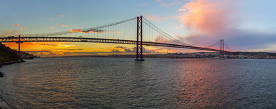 Lisboa y 25ta de April Bridge - Portugal Imágenes de archivo libres de regalías