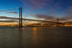 Lisboa y 25ta de April Bridge - Portugal Imagen de archivo
