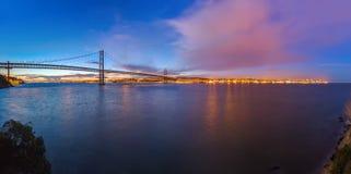 Lisboa y 25ta de April Bridge - Portugal Imagen de archivo libre de regalías