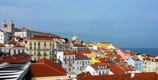 Lisbon dachy na wiosny popołudniu Obrazy Royalty Free