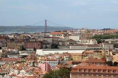 Lisbon Dziejowy miasto i 25th Kwietnia mosta panorama, Portugalia Fotografia Royalty Free