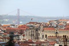 Lisbon Dziejowy miasto i 25th Kwietnia mosta panorama, Portugalia Fotografia Stock
