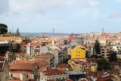 Lisbon Dziejowy miasto i 25th Kwietnia mosta panorama, Portugalia Zdjęcia Stock