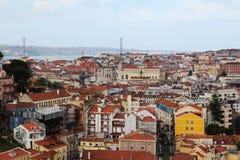 Lisbon Dziejowy miasto i 25th Kwietnia mosta panorama, Portugalia Zdjęcie Stock