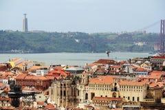 Lisbon Dziejowy miasto i 25th Kwietnia mosta panorama, Portugalia Obrazy Royalty Free