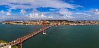 Lisbon i 25th Kwietnia most - Portugalia Obraz Royalty Free