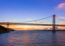 Lisbon i 25th Kwietnia most - Portugalia Zdjęcia Stock