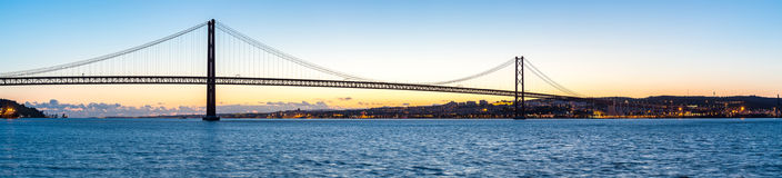 Lisbon most przy półmrokiem Fotografia Stock