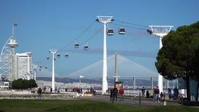 LISBON, około 2017: Naród gondoli Parkowego dźwignięcia powietrzny transport kablem lokalizować w Lisbon, Portugalia lisbon zdjęcie wideo