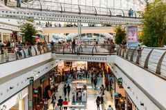 People Crowd Looking For Summer Sales In Vasco da Gama Shopping Center Mall Royalty Free Stock Images