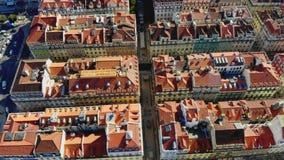 lisbon portugal Flyga övreröda tak, flyg- sikt från surret som fågel lager videofilmer