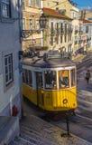 LISBON, PORTUGALIA †'Marzec, 28, 2014: Sławny żółty tramwaj 28, jeden Obrazy Stock