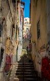 Lisbon Portugalia, Alfama, - Gromadzki Stary schody Zdjęcia Stock