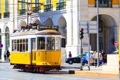 Lisbon, Portugalia koloru żółtego tramwaj Zdjęcie Royalty Free