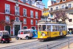 Lisbon, Portugalia koloru żółtego tramwaj Fotografia Stock