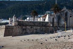 LISBON PORTUGALIA, Luty, - 01, 2011: Sesimbra plaża w Setubal Zdjęcie Stock