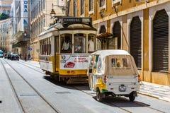 Lisbon Portugalia, Maj, - 18, 2017: Sławny stary tramwaj żadny 28 i Fotografia Stock