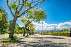 LISBON, PORTUGALIA, Maj 01, 2018 - Sloped sceniczny parkowy uwypuklać Obrazy Royalty Free