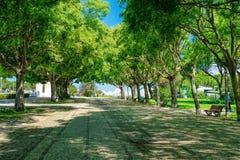 LISBON, PORTUGALIA, Maj 01, 2018 - Sloped sceniczny parkowy uwypuklać Obraz Stock