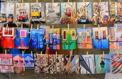 Lisbon Portugalia, Sierpień, - 05, 2017: Liczba wieszać fotografie z widokami i szczegółami Lisbon Fotografia Stock