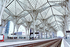 Lisbon, Portugalia, 2015 04 16 - stacja kolejowa Oriente w nowożytnym Fotografia Royalty Free