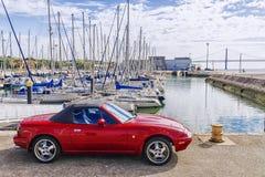 LISBON, PORTUGALIYA- 9 2015 WRZESIEŃ: Czerwony sporta samochód na wacie Zdjęcia Stock