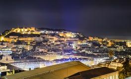 Lisbon stary miasteczko przy nocą, Portugalia obrazy stock