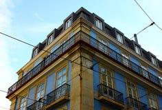Lisbon typiska byggnader Arkivfoto