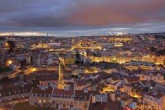 Lisbon w centrum pejzaż miejski przy zmrokiem Obraz Stock