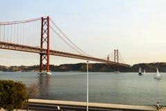 Lisbona - 25 de Abril Suspension Bridge Fotografia Stock Libera da Diritti